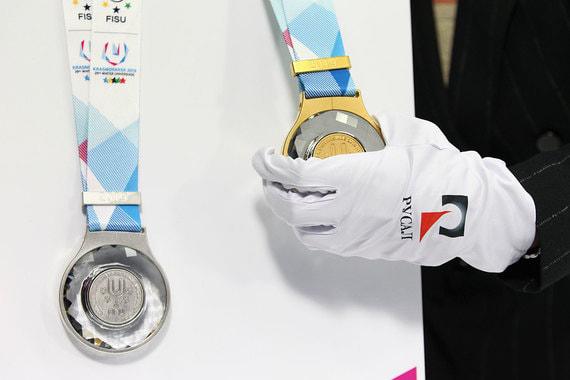 normal 161z UC Rusal показала медали для победителей универсиады в Красноярске