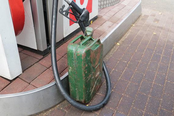 normal 11gh «Роснефть» возобновила торги на петербургской топливной бирже