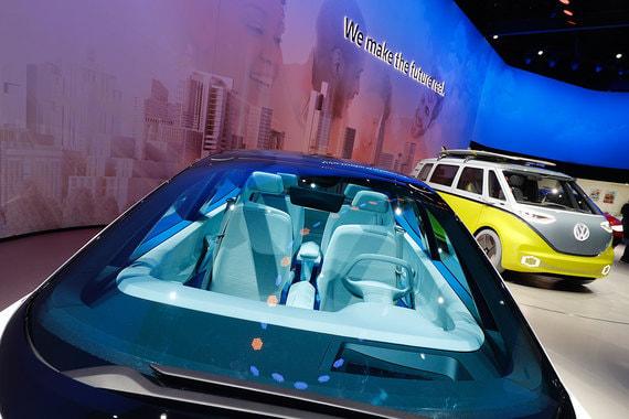 Немецкий Volkswagen – единственный автопроизводитель в топ-10. Несмотря на последствия «дизельгейта», он активно развивает производство. В 2017 г. VW потратил $21 млрд, а в следующие пять лет инвестиции составят по плану 72 млрд евро ($86,4 млрд), в том числе 34 млрд евро ($40,8 млрд) в развитие электромобилей, цифровых технологий и автономных транспортных средств.