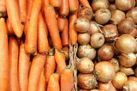С ростом урожая крестьяне вынуждены дешево продавать овощи, если не могут отдать их на хранение
