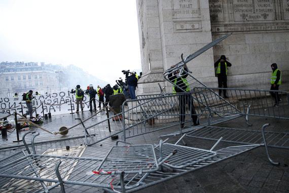Более 20 человек пострадали во время беспорядков, в том числе шесть сотрудников правоохранительных органов