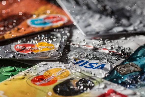 Нужно ли страховать банковскую карту