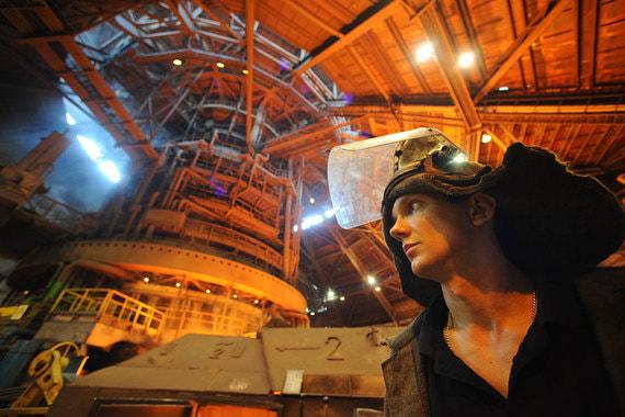 НЛМК вложит 34 млрд рублей в реконструкцию доменной печи