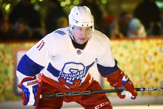 normal 1j5s Путин сыграл в хоккей на Красной площади