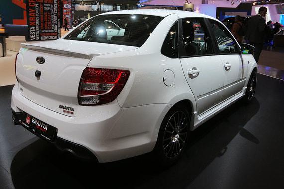 На втором месте оказалась Lada Granta, уступившая первенство корейским автопроизводителям в прошлом году. В 2017 г. было продано 93 686 Granta – почти на 7% больше, чем годом ранее