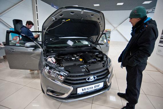 У Lada Vesta, продажи которой стартовали осенью 2015 г., третье место – в 2017 г. россияне приобрели 77 291 автомобиль (+40% к 2016 г.)