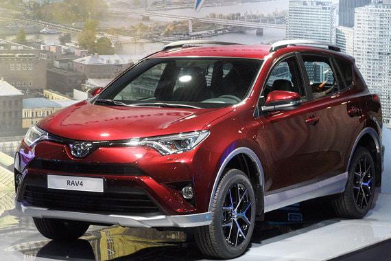 Toyota RAV 4 замыкает десятку лидеров, продажи этой модели составили немногим более 32 900 автомобилей (+7,6% к 2016 г.). Российский авторынок прервал в 2017 г. полосу неудач, но путь к полному восстановлению еще долог, констатировал председатель комитета автопроизводителей АЕБ Йорг Шрайбер, представляя результаты года
