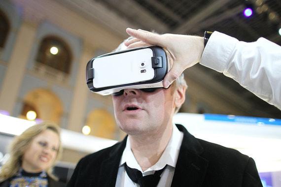 В 2021 г. появится конструктор виртуальной реальности, который позволит компаниям и просто заинтересованным гражданам разрабатывать собственные продукты. Эта платформа должна уметь интегрироваться с устройствами отслеживания движений, очками и  библиотеками виртуальной реальности