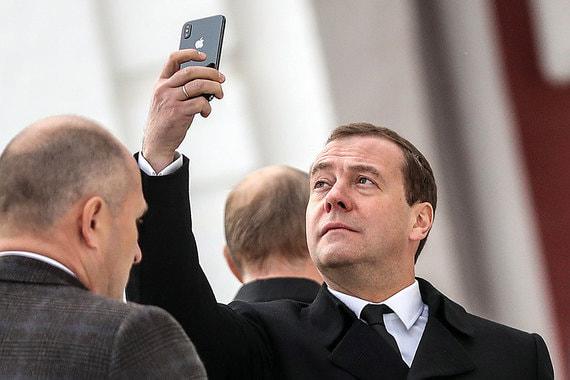 Развитие технологий будет сопровождаться новыми               социальными вызовами, предупредил Медведев