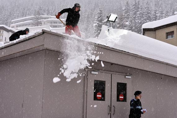 В Давосе проходят последние приготовления к Международному экономическому форуму. В этом году в Альпах выпало рекордное количество снега