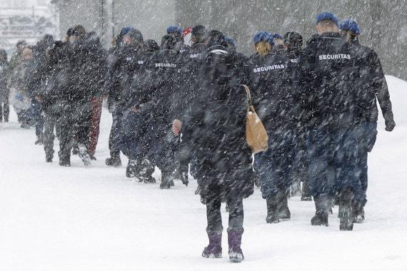 5000 военнослужащих и 1000 полицейских обеспечивают безопасность на форуме в этом году, пишет Reuters