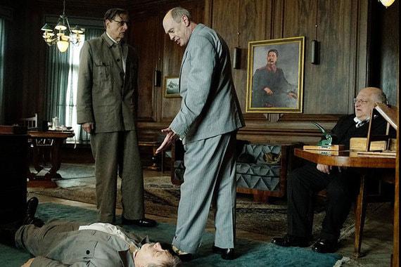 «Смерть Сталина» – сатирическая комедия британского  режиссера Армандо  Ианнуччи. Фильм рассказывает историю борьбы за власть, развернувшейся  после смерти советского вождя. Премьера фильма в России должна  состояться в этот четверг, 25 января