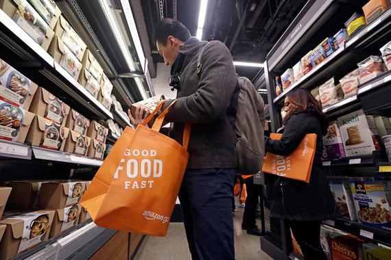 Войдя в магазин, покупатель может взять все необходимые продукты,  положить в специальную сумку и покинуть помещение