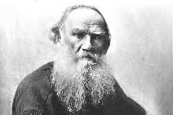 Писатель Лев Толстой  на шестом месте в списке кумиров XX века (13%)