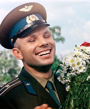 Летчик-космонавт Юрий Гагарин стал главным кумиром XX века по результатам опроса ВЦИОМа, опубликованным на сайте компании. В 2010 г. у него тоже было первое место (35% опрошенных)