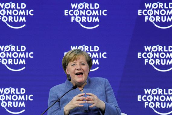 Канцлер Германии Ангела Меркель во время выступления на форуме