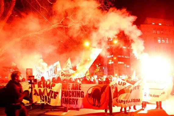 Протестующие поджигали файеры, но все акции прошли мирно