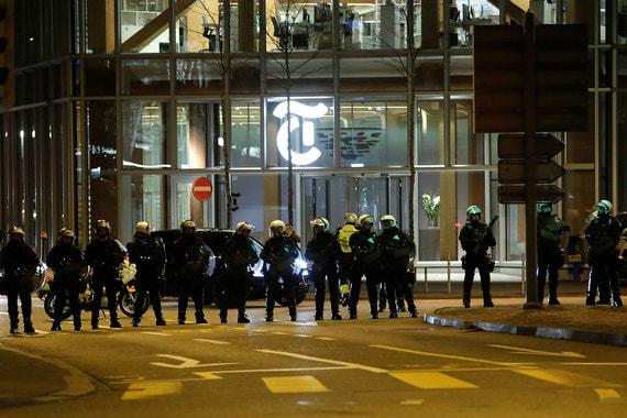 Полицейские следили за безопасностью акций и в случае беспорядков были готовые применить водометы
