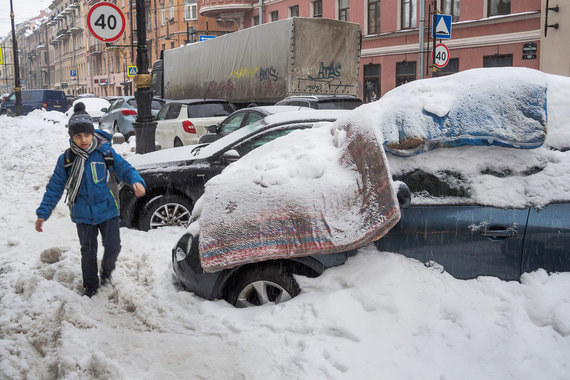 Снежные завалы в Санкт-Петербурге