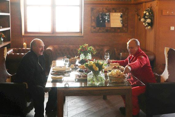 normal 1k8p Путин и Лукашенко покатались на лыжах в Красной Поляне