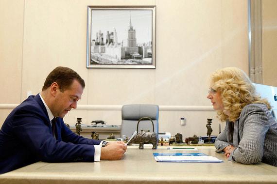 Медведев предложил по-новому считать бедных
