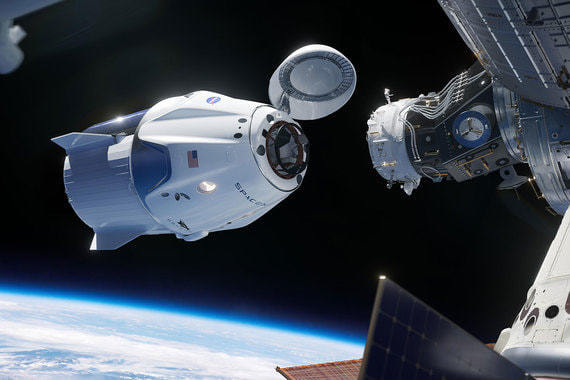 normal 1akr Космический корабль SpaceX пристыковался к МКС