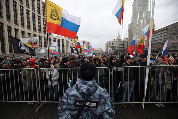 Желающих принять участие в митинге пропускали очень медленно, среднее время стояния перед рамками составляло около 20 минут, пишет «Белый счетчик»