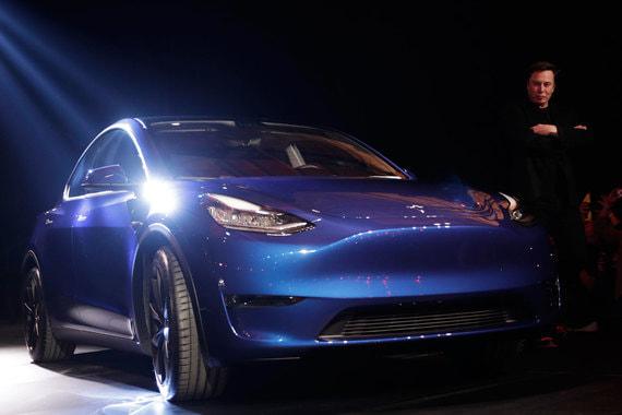 Массовый выпуск Model Y компания планирует начать осенью 2020 г. С 2021 г. Tesla начет производить Model Y в упрощенной комплектации. Такие автомобили без подзарядки смогут проехать только 370 км