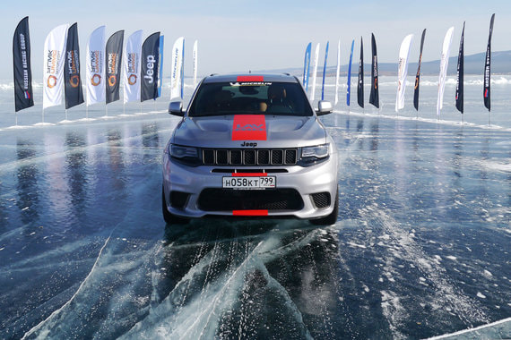 normal 12es Jeep Grand Cherokee Trackhawk: Танцы на льду