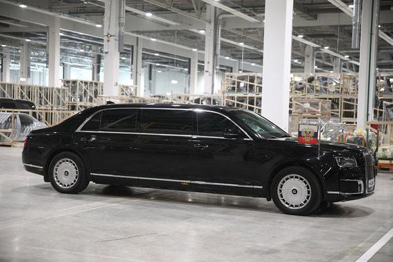 Чистая прибыль производителя Mercedes за девять месяцев сократилась вдвое