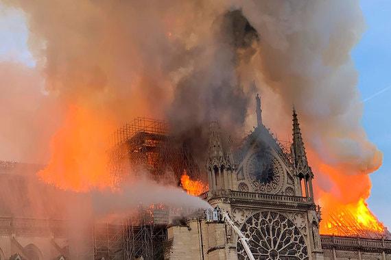 Пожар в Соборе Парижской Богоматери. Фотографии