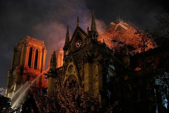 От L'Oreal до Total: Кто готов оплатить восстановление собора Парижской Богоматери