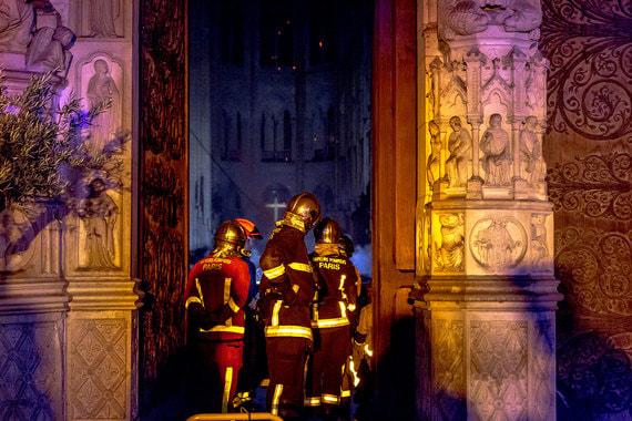 Собор Парижской Богоматери после пожара. Фотографии