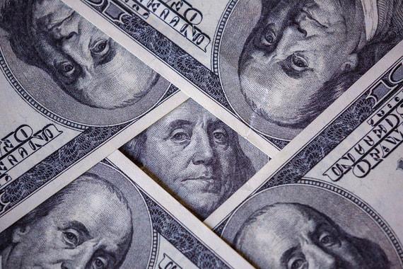 ЦБ хочет сделать валютные вклады менее выгодными
