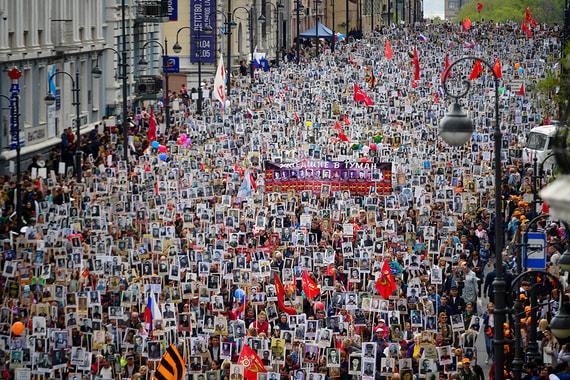Акция «Бессмертный полк» проходит 9 мая во многих городах России.Памятные шествия приурочены к Дню Победы в Великой Отечественной войне и Второй мировой войне