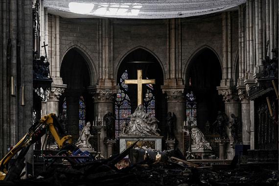 В соборе Парижской Богоматери началась реставрация. Фотографии