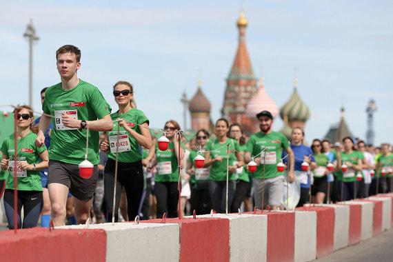 normal z42 Марафон «Бегущие сердца» прошел в центре Москвы