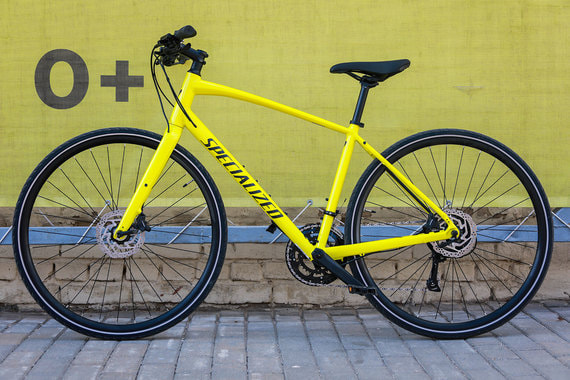 normal 1hsk Specialized Sirrus: ваш последний велосипед с прямым рулем