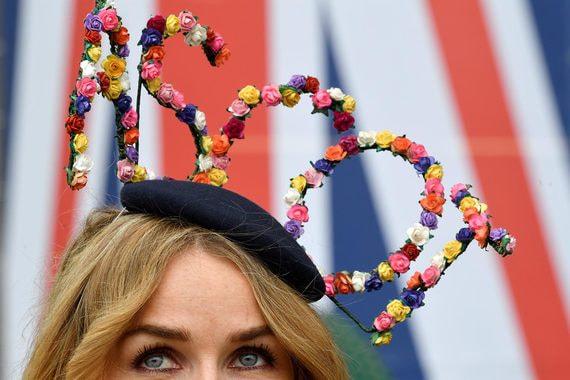 normal 1fq6 В Великобритании начались ежегодные Королевские скачки
