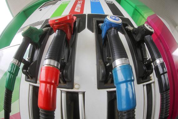 normal 18yu Депутаты перенесли рассмотрение нового механизма сдерживания цен на бензин