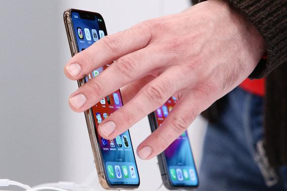 Продажи iPhone принесли Apple меньше половины квартальной выручки