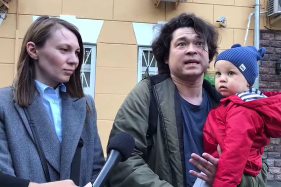 Взявшие ребенка на митинг родители сообщили о возбуждении уголовного дела
