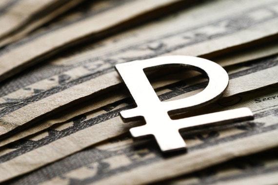 Банки массово снижают ставки вкладов в рублях и валюте