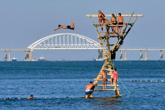 Крымскому мосту нужна новая стройка