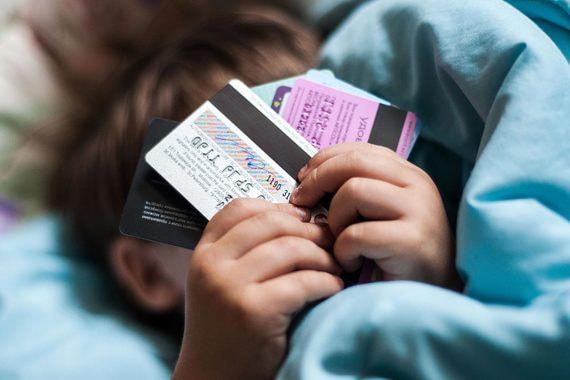 Как банки пытаются добраться до карманных денег детей и подростков