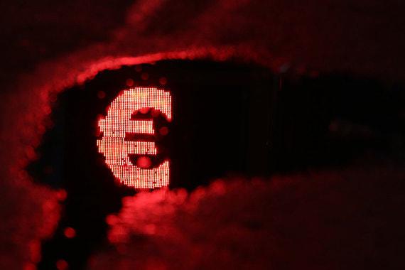 Почему банки просят клиентов доплатить за счета в евро