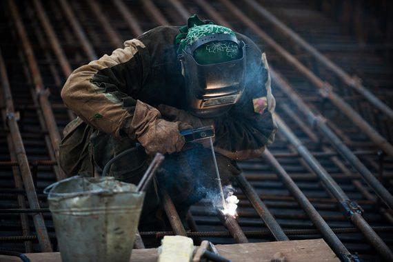 Правительство просят поддержать рабочие профессии
