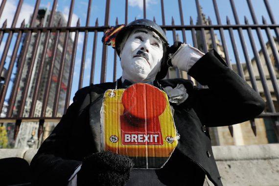 Парламент Британии отклонил предложения Джонсона по графику Brexit