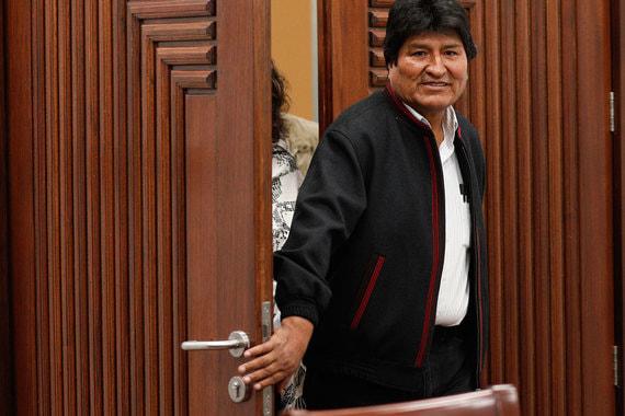 Президент Боливии ушел в отставку на фоне протестов