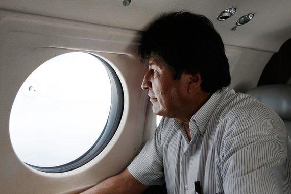 Президент Боливии ушел в отставку по призыву военных